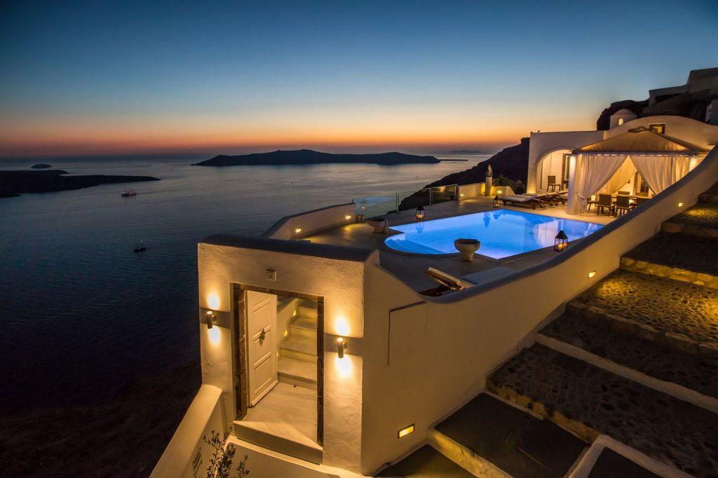 Top 10 villas to rent in Santorini