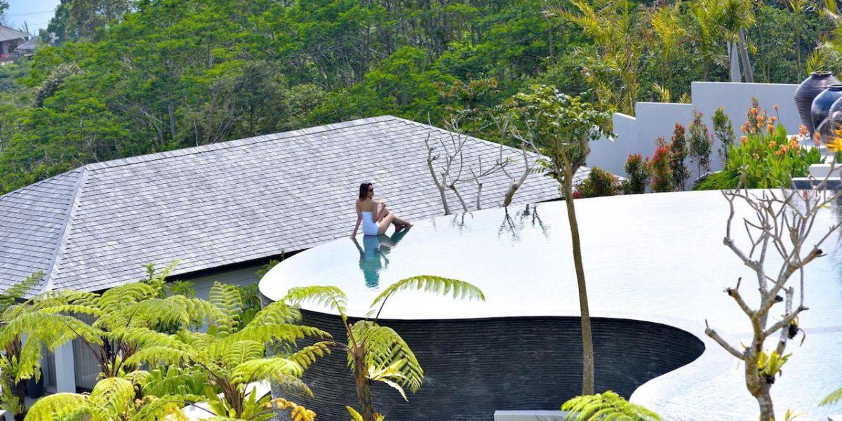 12 Must-See Amazing Pools