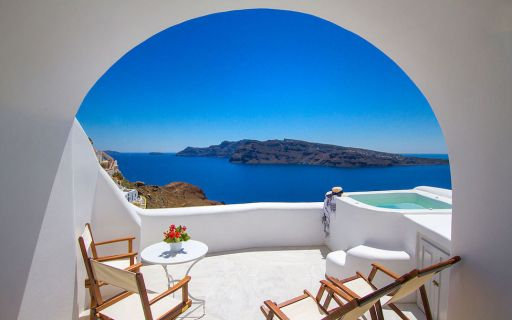 top 10 honeymoon suites in santorini