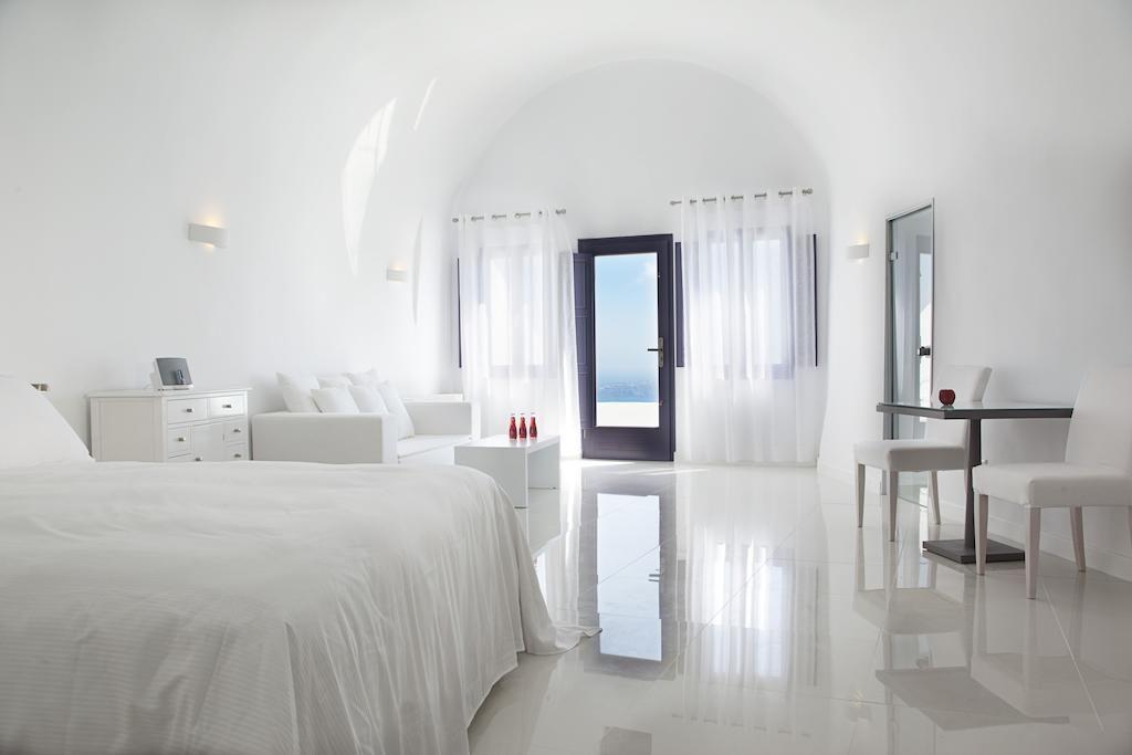 Honeymoon Suite at Chromata Santorini