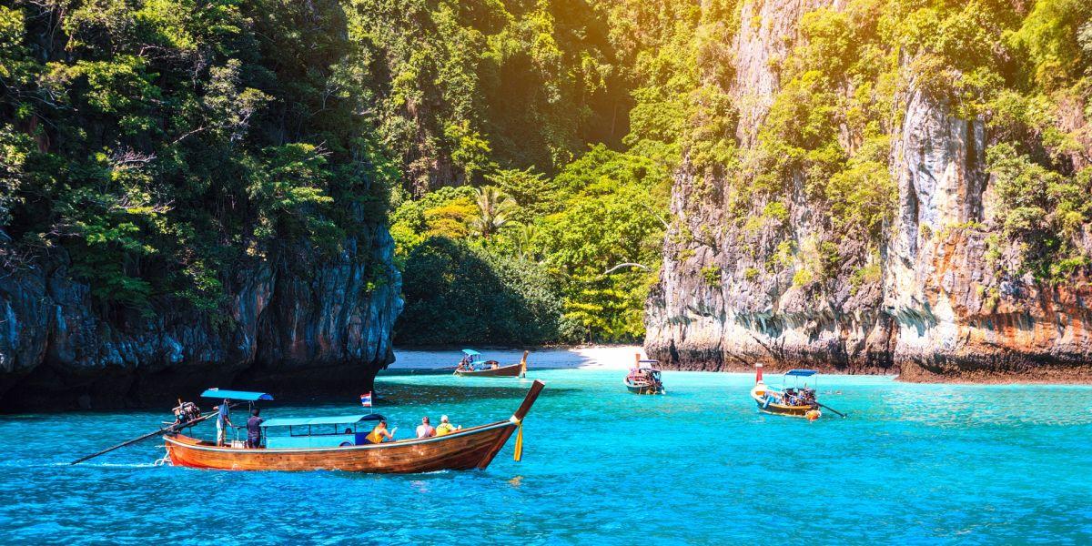 Tropical island getaways around Phuket
