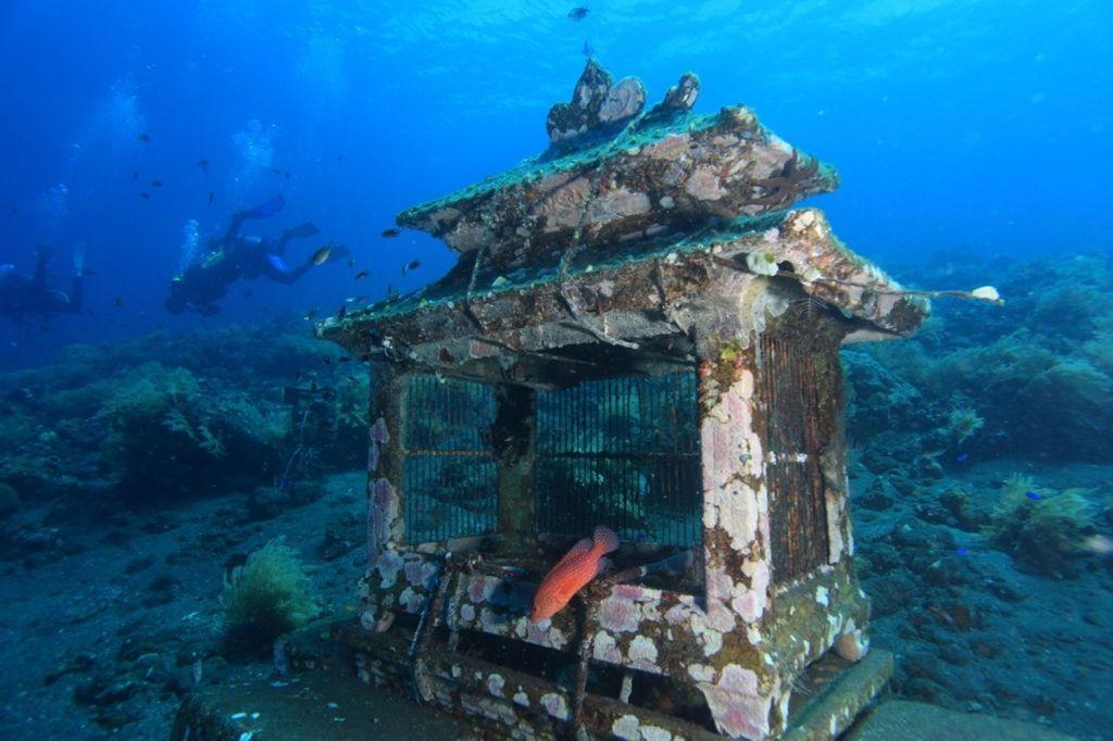 Jemeluk Bay Underwater Gallery Bali