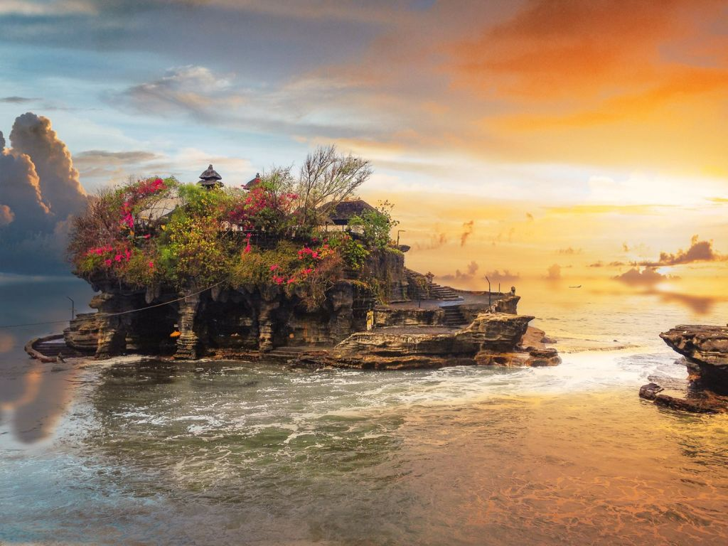 Pay a visit to the Tanah Lot Temple