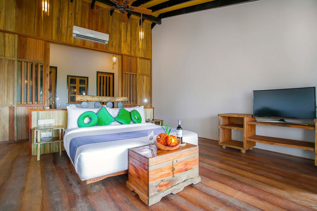 aaaVeee Nature's Paradise Island bedroom