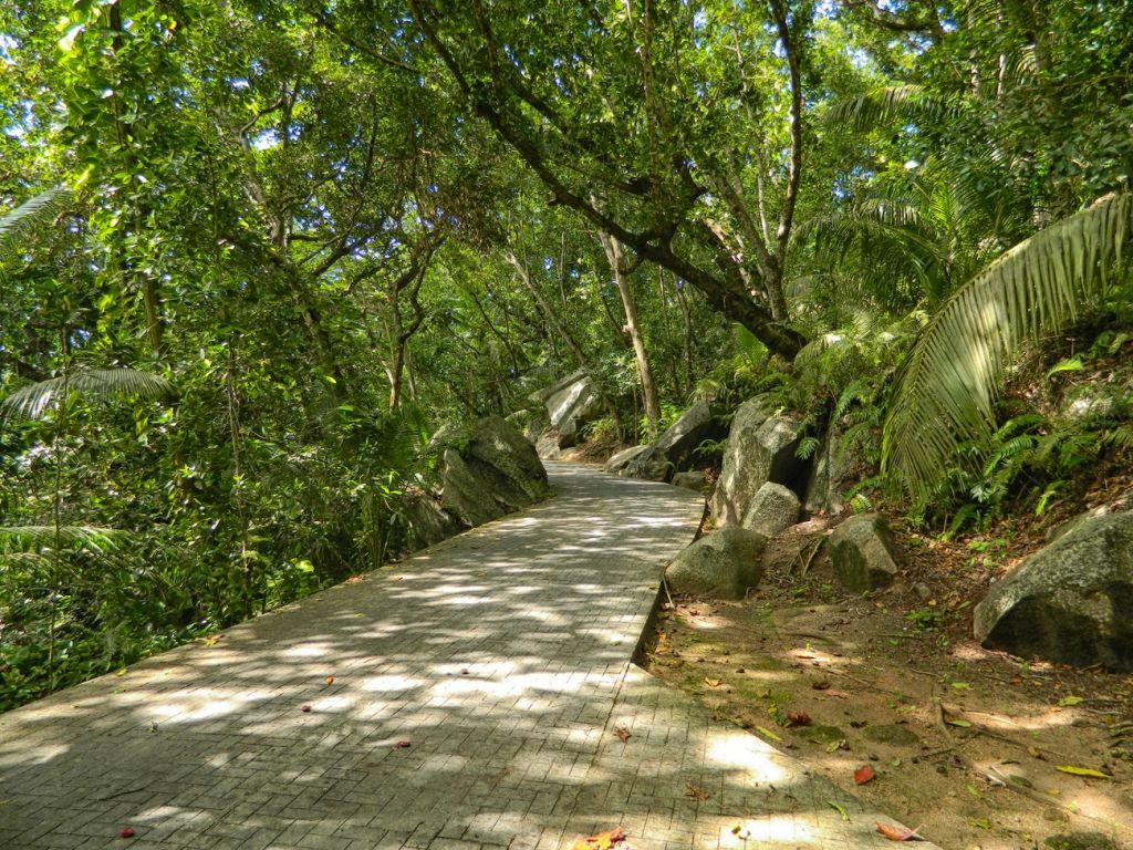 hiking Seychelles