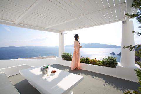 Master Suite with Plunge Pool at Katikies Santorini